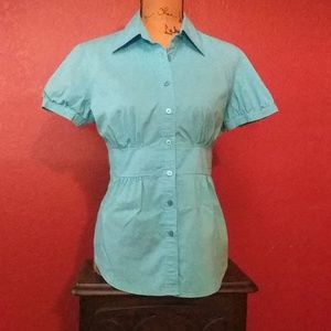 Button front fitted shirt.